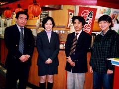 三原課長、真菜さん、木下課長、かな探偵